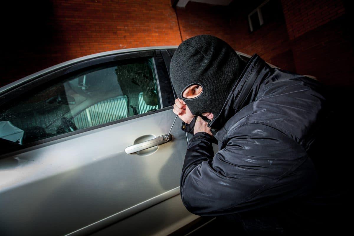Autodiebe geohrfeigt: Frau holt sich gestohlenes Auto selbst zurück