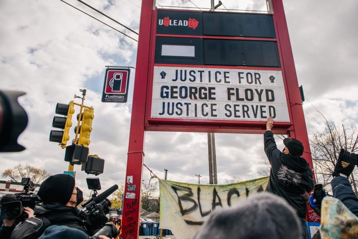 Tod von George Floyd: Ex-Polizist von US-Gericht schuldig gesprochen