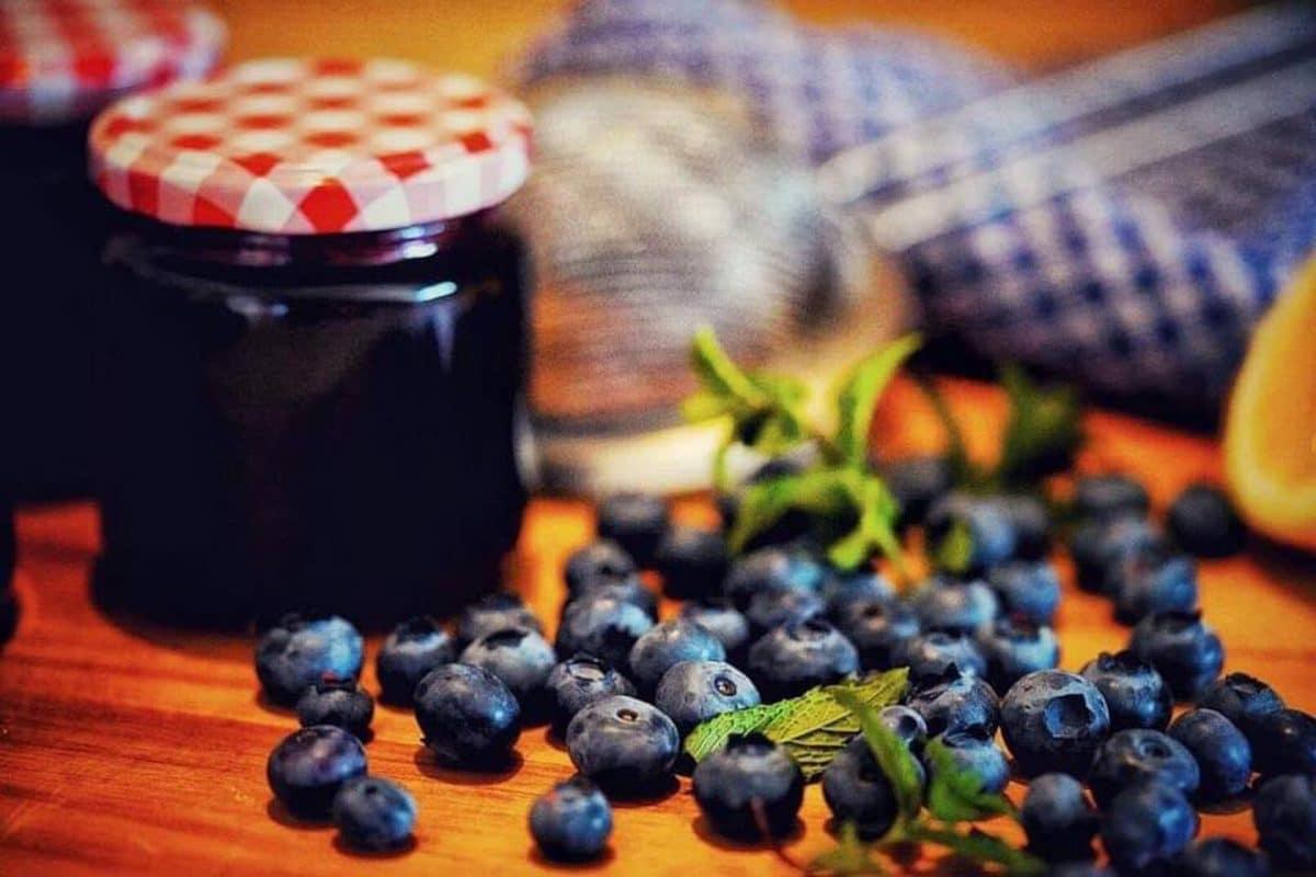 Marmelade aus Heidelbeeren und Wacholderbeeren