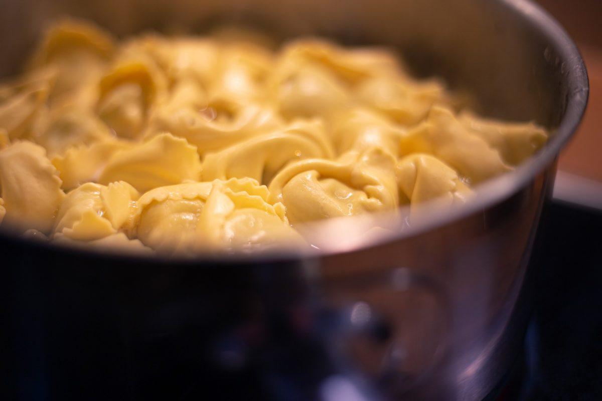 Tortellini mit dreierlei Käse-Füllung