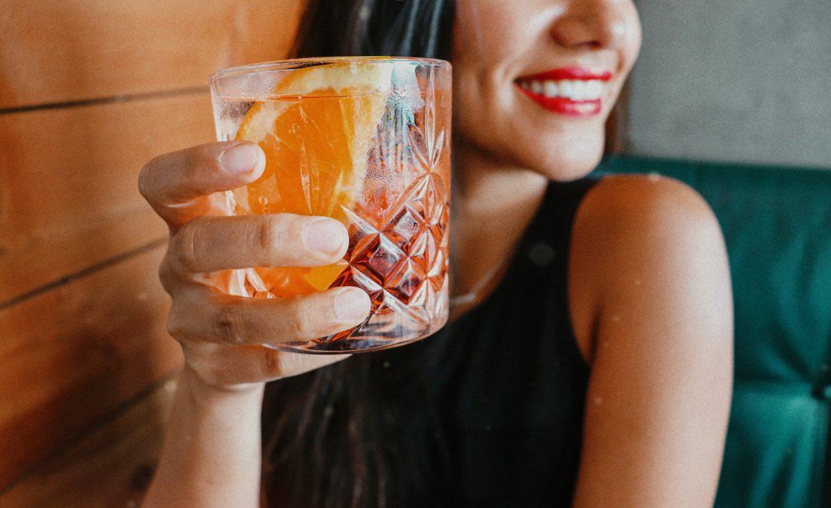 Cheers, Ladies: Diese Cocktails passen zu deinem Sternzeichen