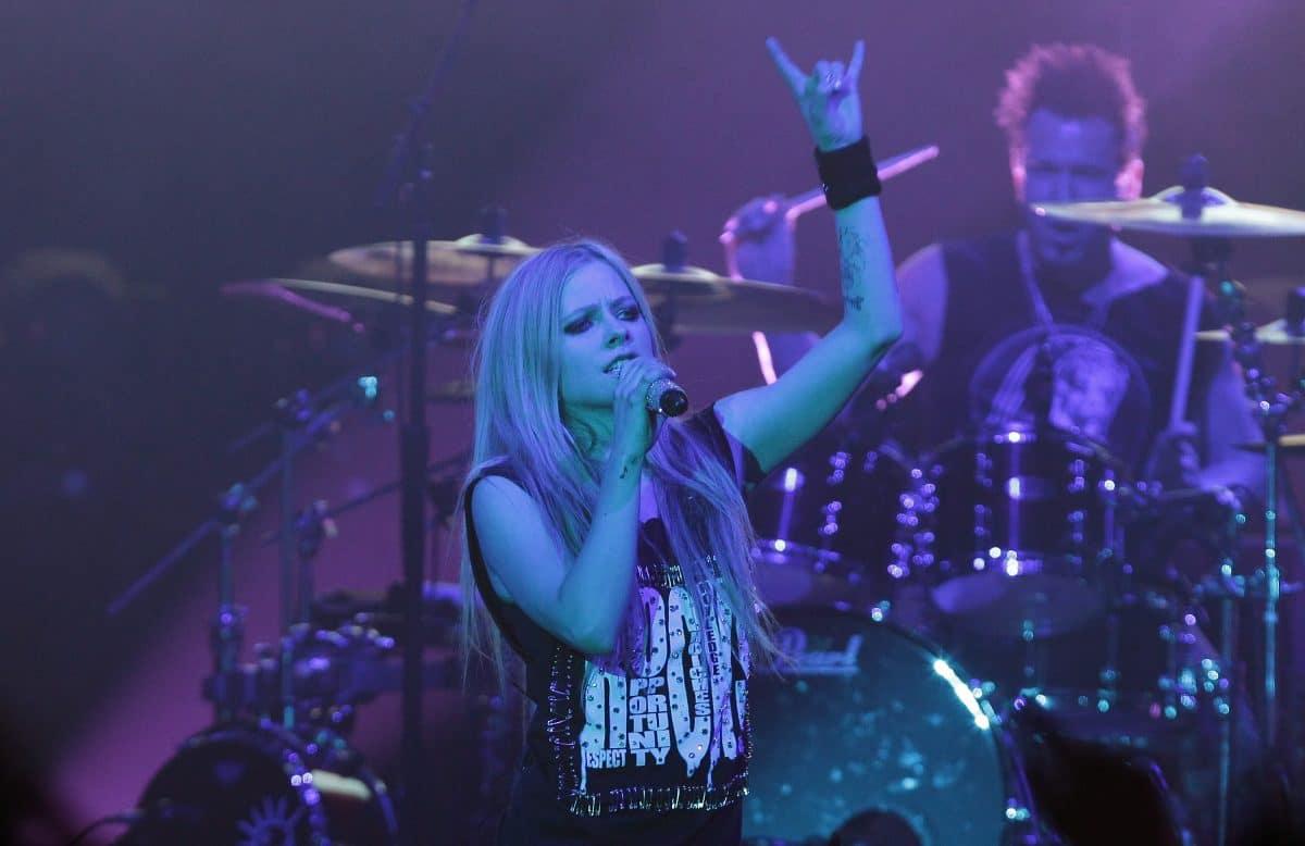 Avril Lavigne performt 'S8er Boi' auf TikTok und die Community rastet aus