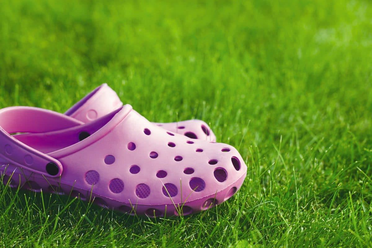 Balenciaga stellt neue Crocs-Collaboration mit Stiletto-Clogs vor