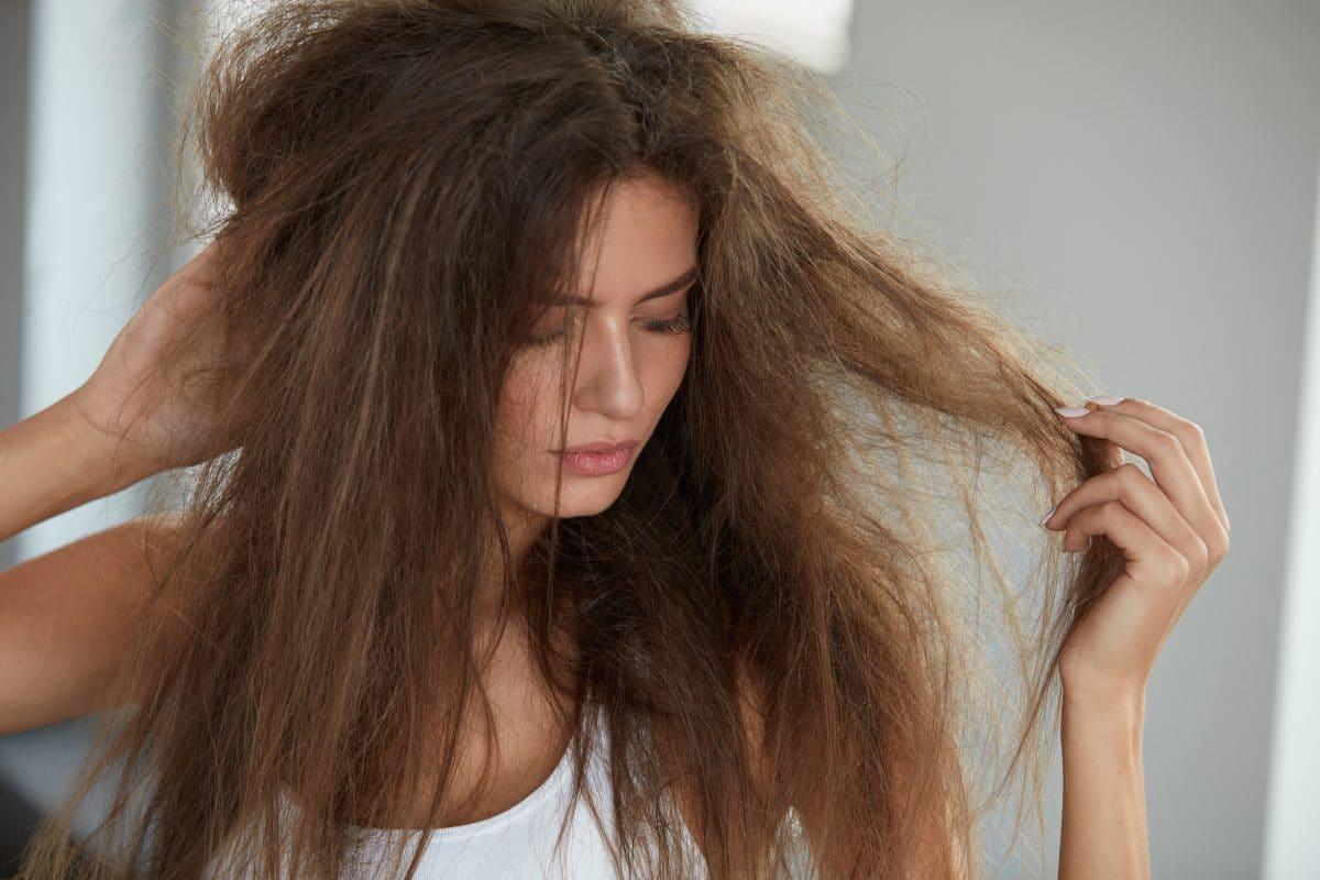 Lufttrocknen: Haare stylen und pflegen ohne Föhn