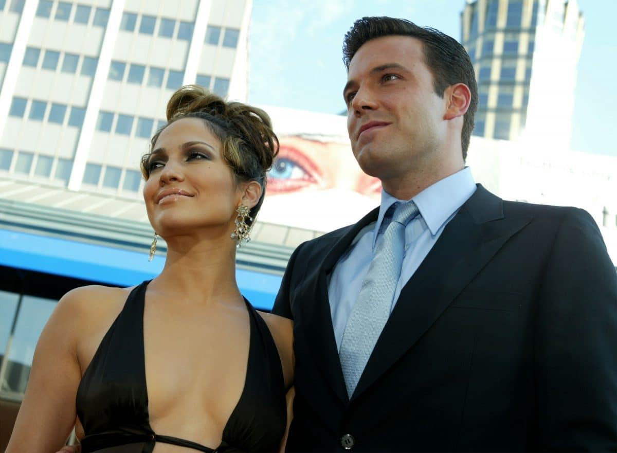 Jennifer Lopez und Ben Affleck küssend in Malibu fotografiert