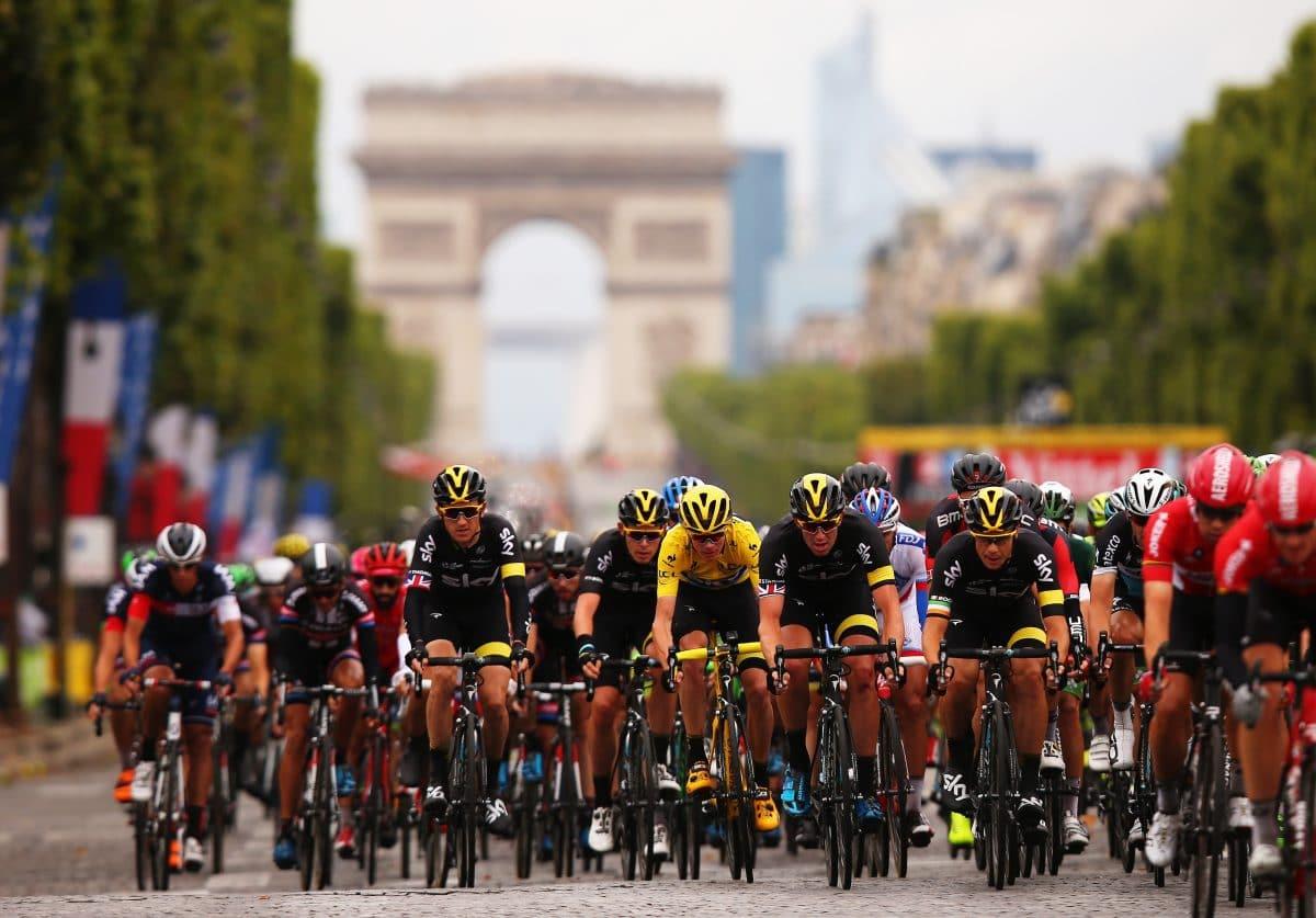 Massensturz bei Tour De France: Polizei sucht Frau mit Schild
