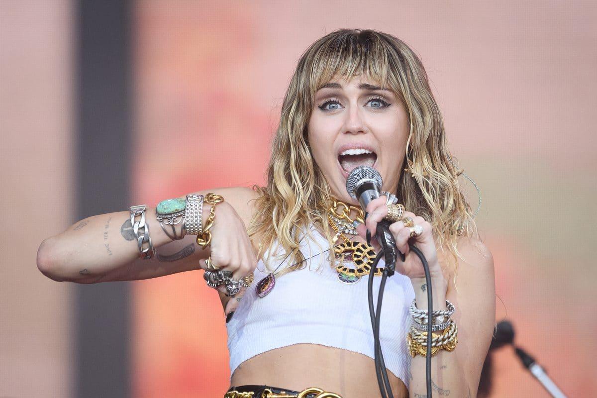 """Miley Cyrus lüftet endlich das Geheimnis um jahrelange Fan-Theorie zu """"7 Things"""" und ihrem Ex-Freund"""