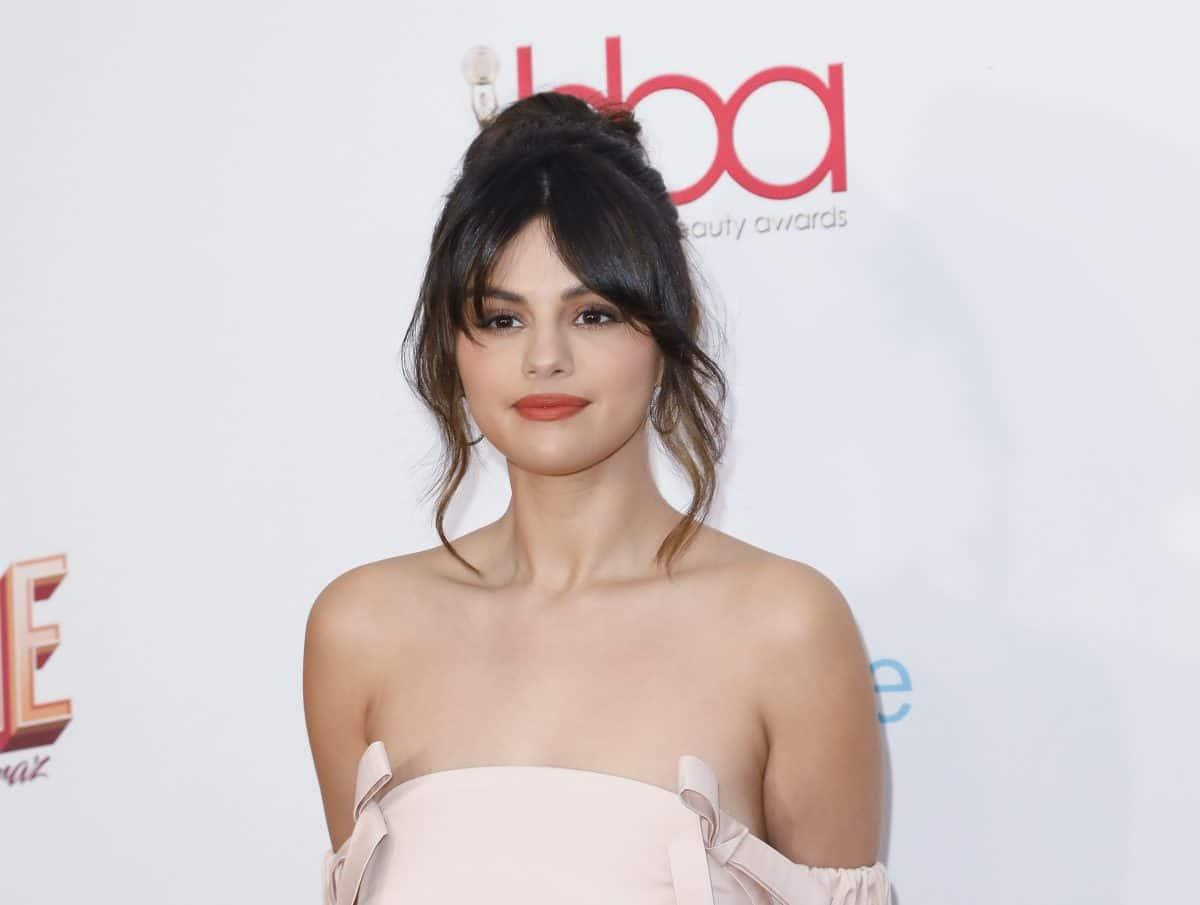 """Selena Gomez über ihre Beziehungen: """"Sie waren verflucht"""""""