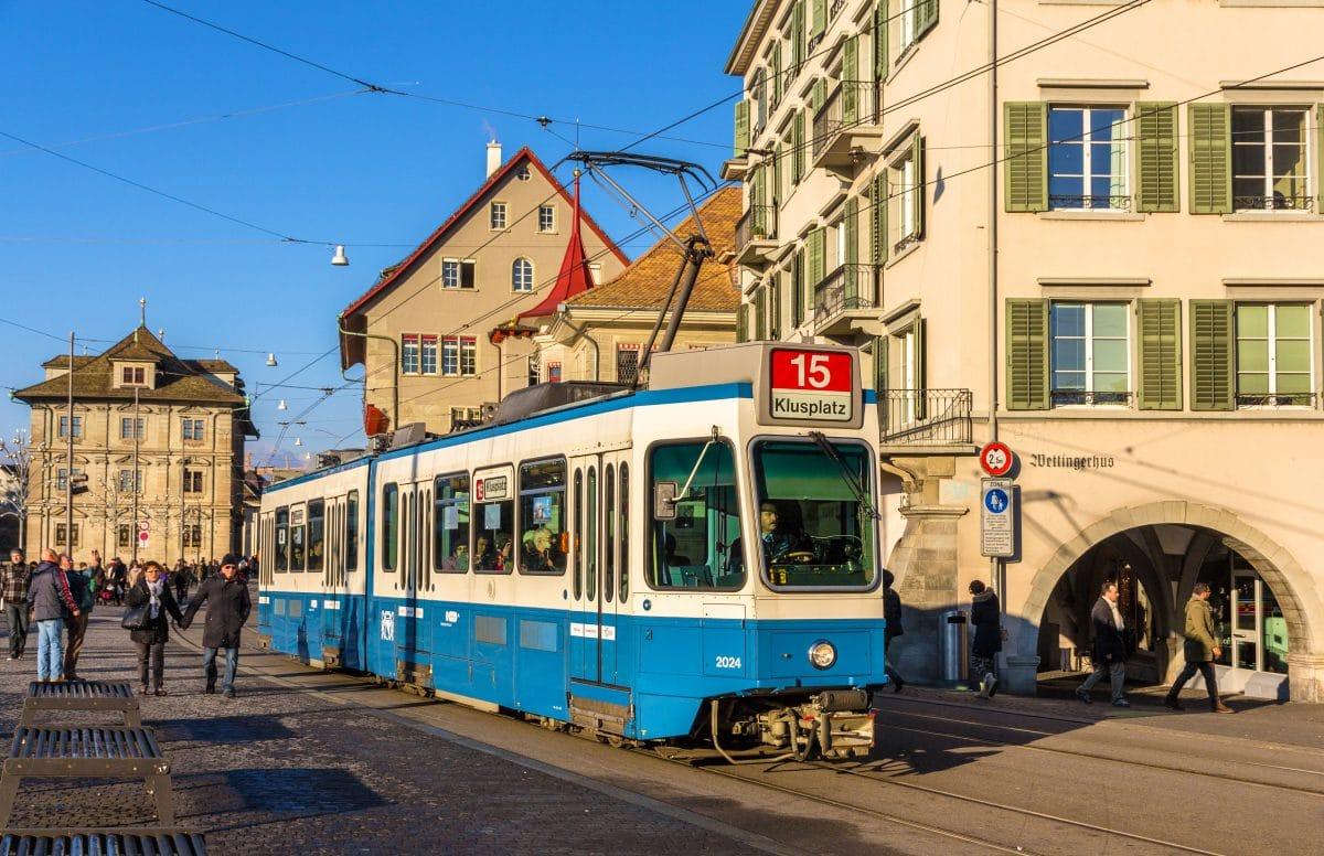 Zürich: Toter fuhr sechs Stunden mit Straßenbahn und keiner merkte es