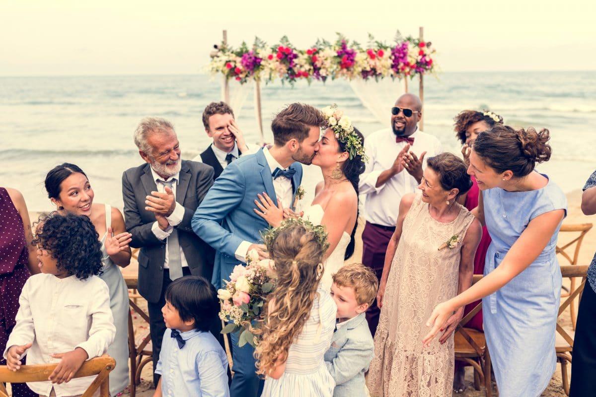 Das sind die besten Frisuren für Hochzeitsgäste im Sommer
