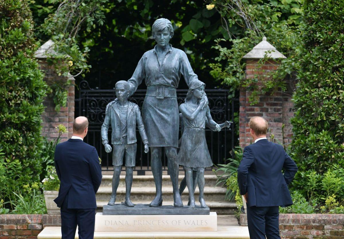 Neue Diana-Statue von Prinz Harry und Prinz William enthüllt