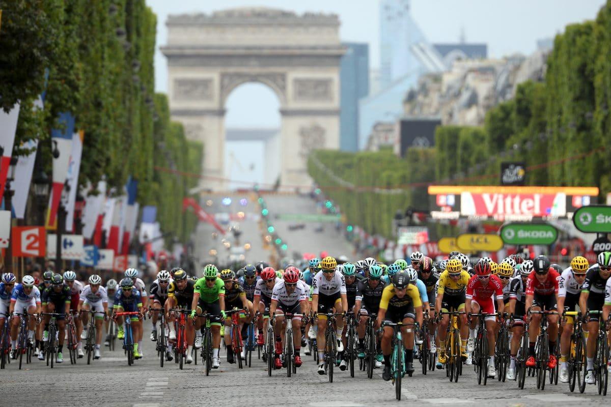 Massensturz bei Tour De France: Frau mit Schild verhaftet