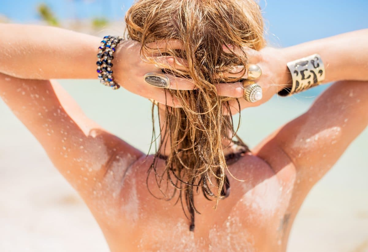 Strandfrisuren: So bindet ihr eure Haare zusammen, ohne sie zu schädigen