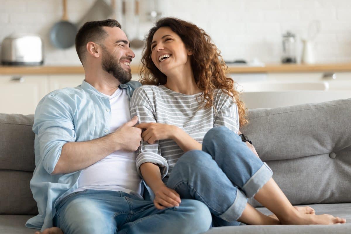 Von wegen Liebe auf den ersten Blick: So starten Beziehungen wirklich