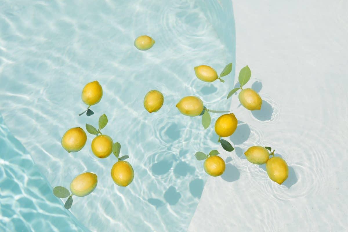 7 Gründe, wieso die Zitrone im Sommer ein Lebensretter ist