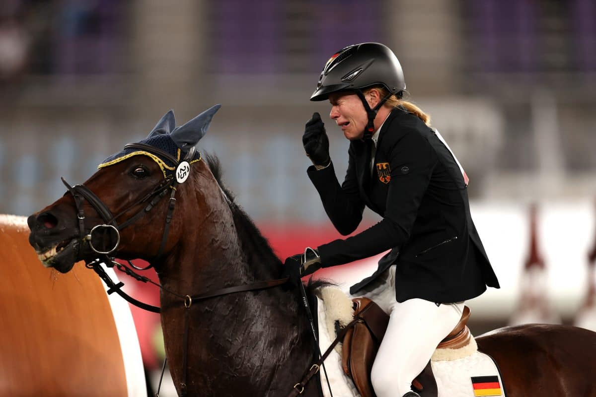 Olympia Drama: Reiterin Annika Scheu schlug Pferd, Trainerin nach Anweisung disqualifiziert