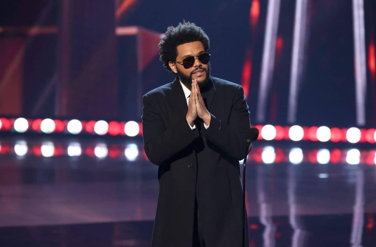 """The Weeknd bricht mit """"Blinding Lights"""" Chart Rekord"""