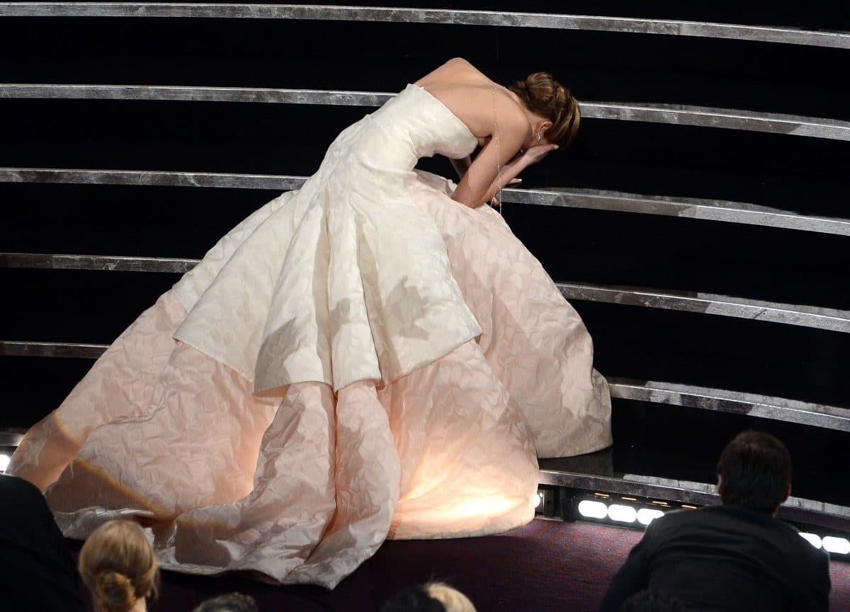 "Filmplakat für Lady Diana Film ""Spencer"" erinnert an legendären Oscar-Fail von Jennifer Lawrence"