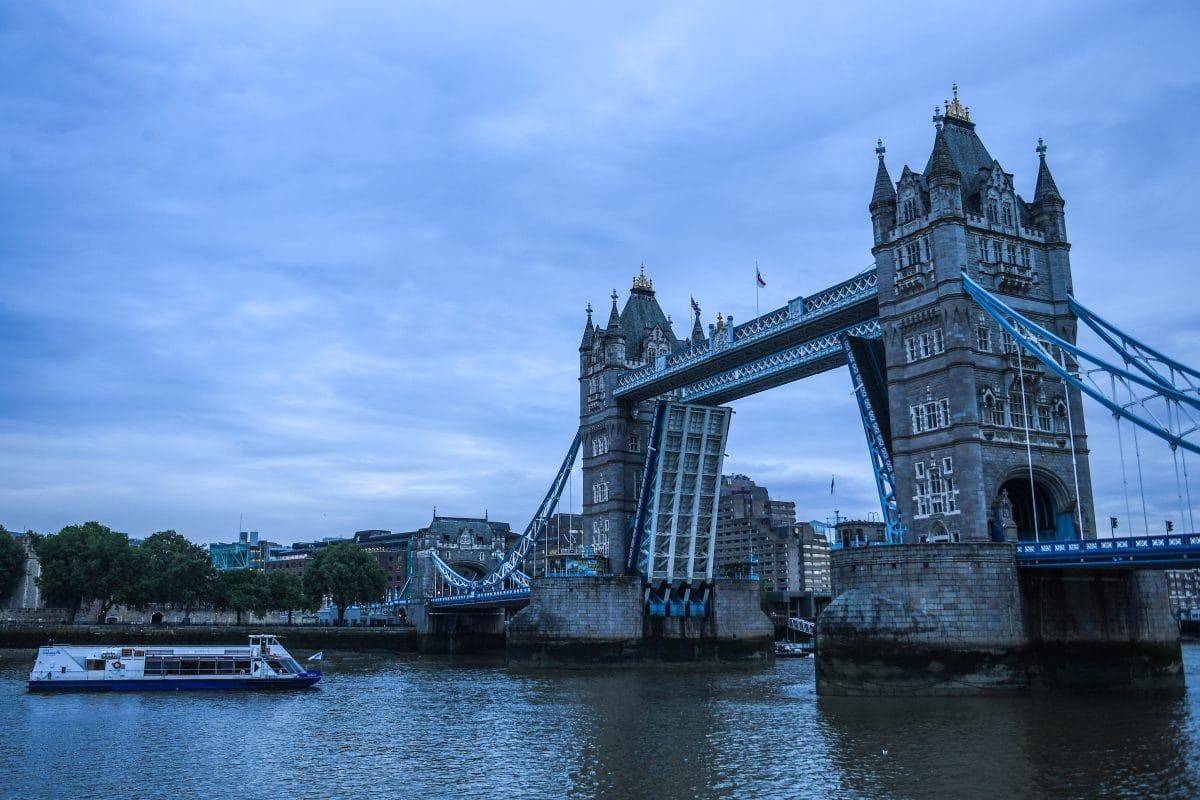 Offene Tower Bridge verursachte stundenlanges Verkehrschaos in London