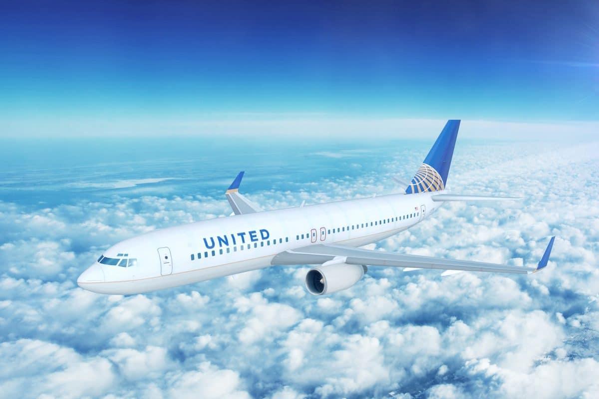 United Airlines erlaubt Make-up und Nagellack jetzt auch für Männer