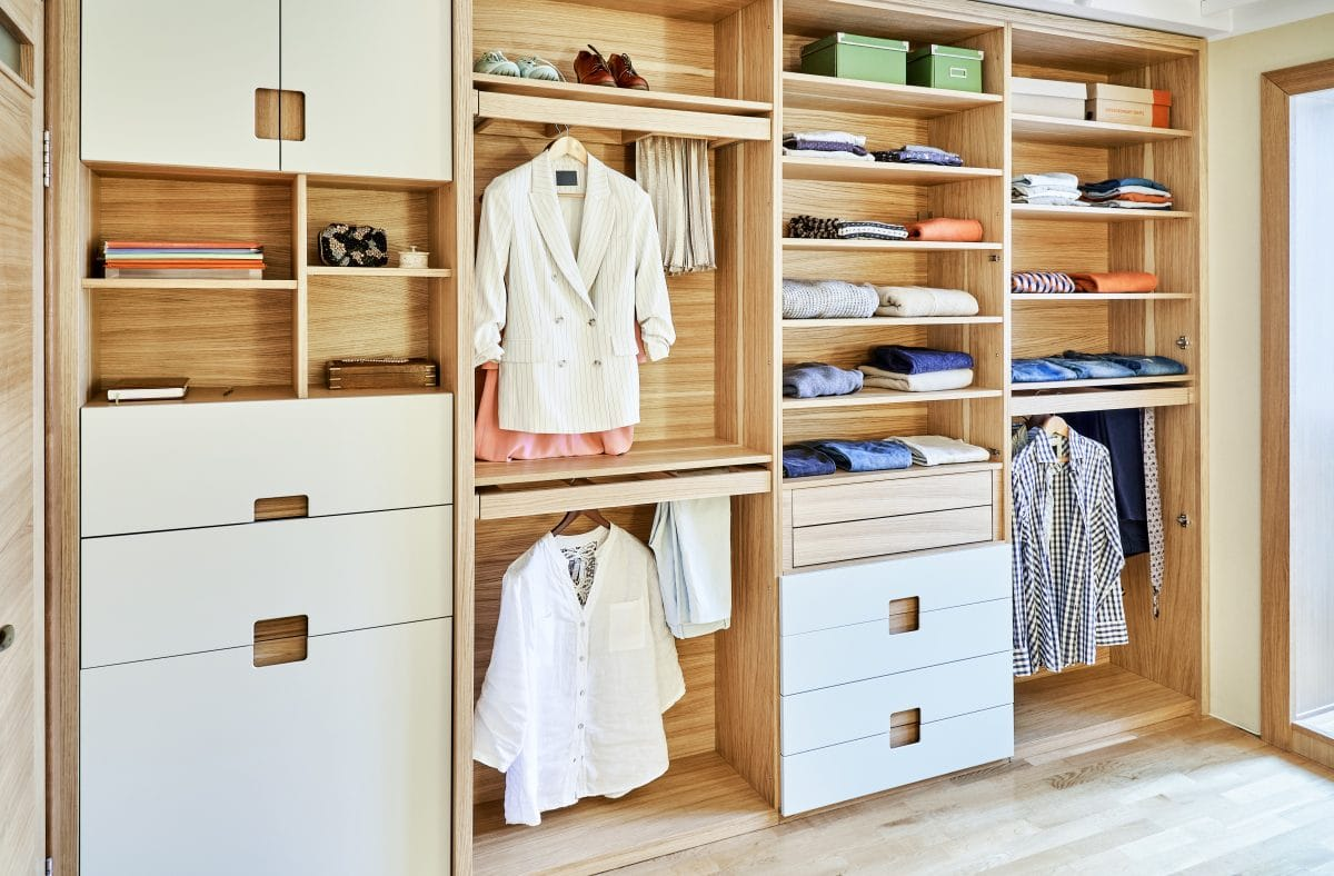 Im Kleiderschrank: Was ihr zusammenlegen & was ihr aufhängen solltet
