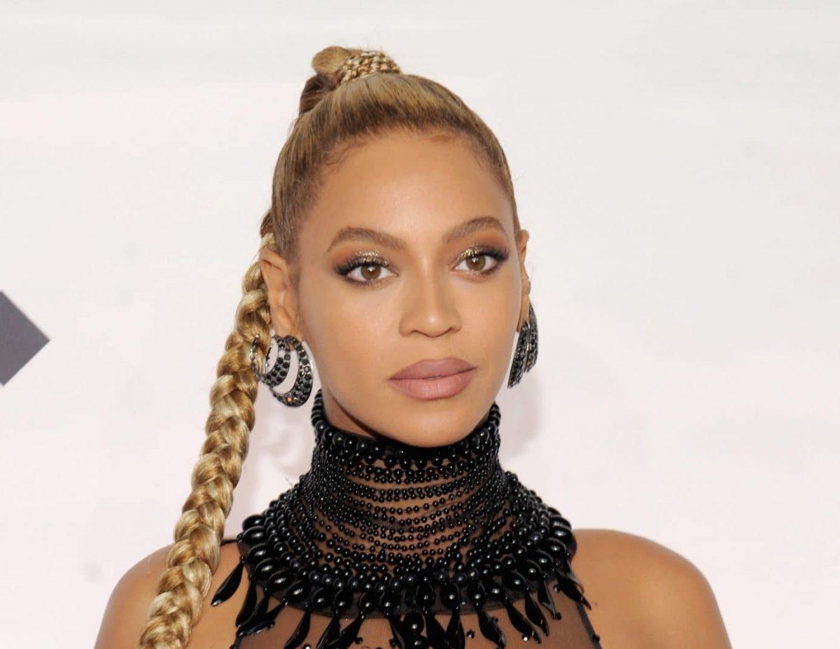 Beyoncé schreibt Fashion-Geschichte – und bekommt heftige Kritik