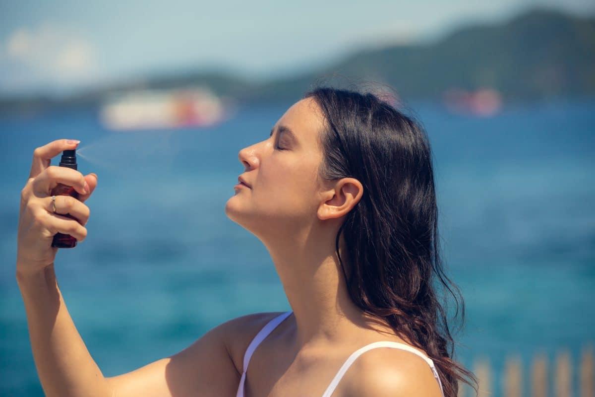 Kann Meersalzwasser gegen Akne helfen?