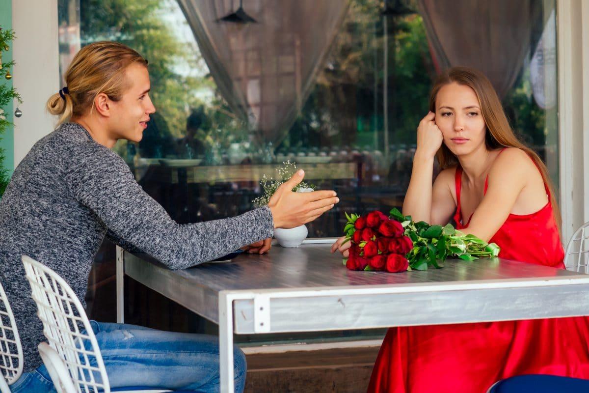 Negging: Dieser neue Dating-Trend ist ganz schön fies