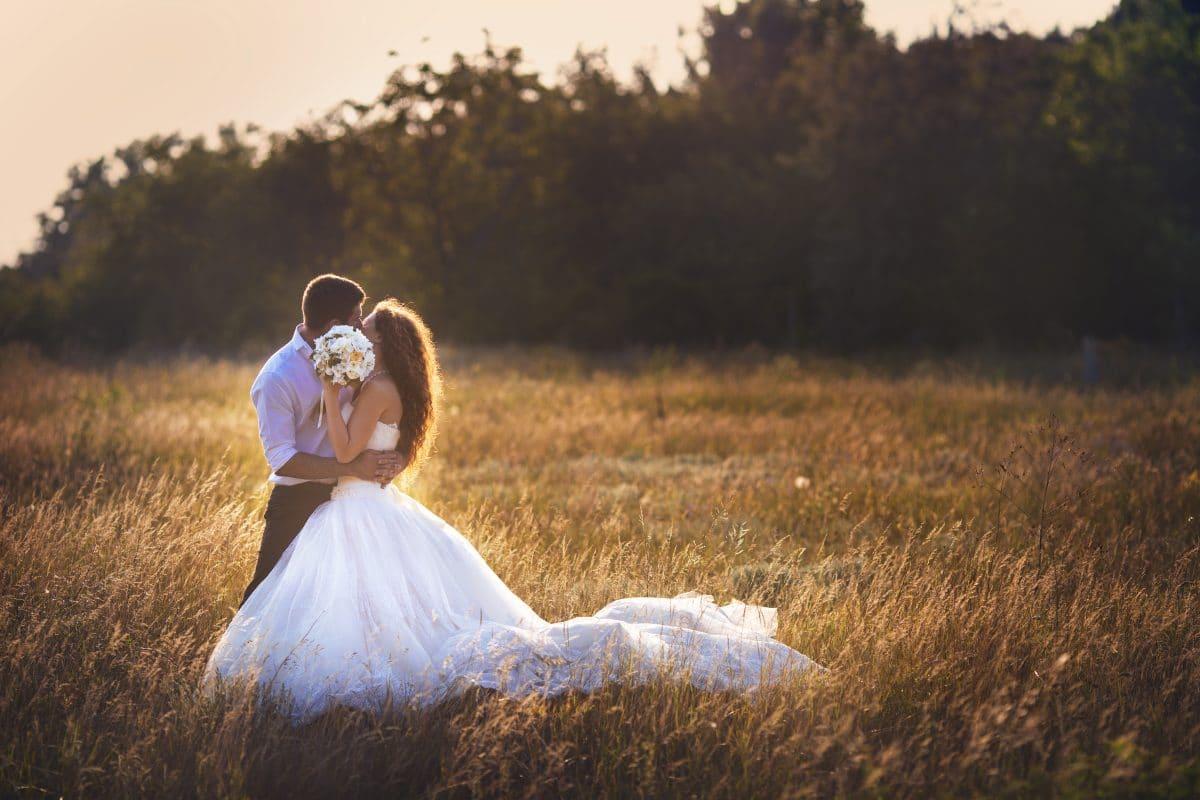 Brautpaar verlangt von Gästen, die bei der Hochzeit nicht auftauchen, 240 Dollar