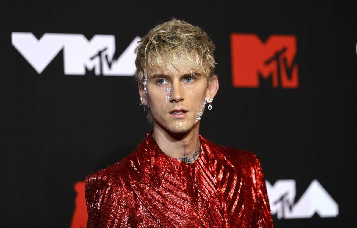 MTV VMAs: MMA-Fighter Conor McGregor greift Machine Gunn Kelly auf roten Teppich an
