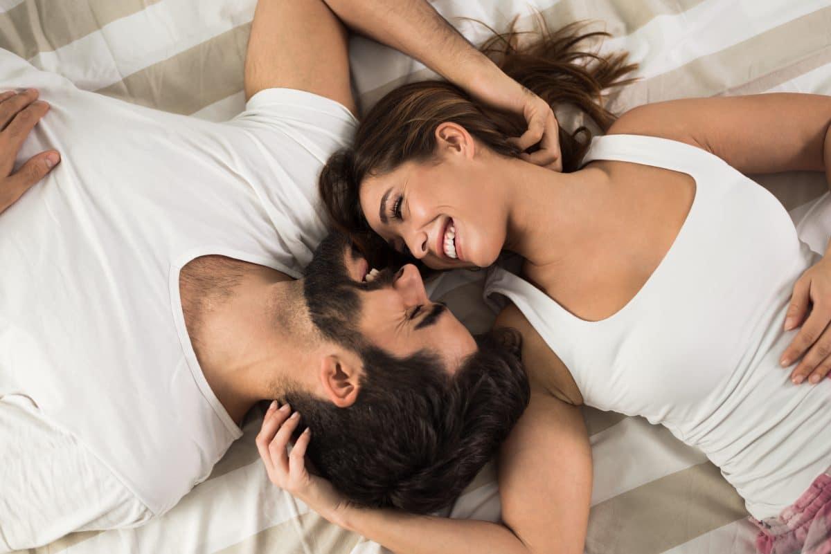 Blitzverliebt oder Freundschaft? So beginnen laut Studie die meisten Beziehungen