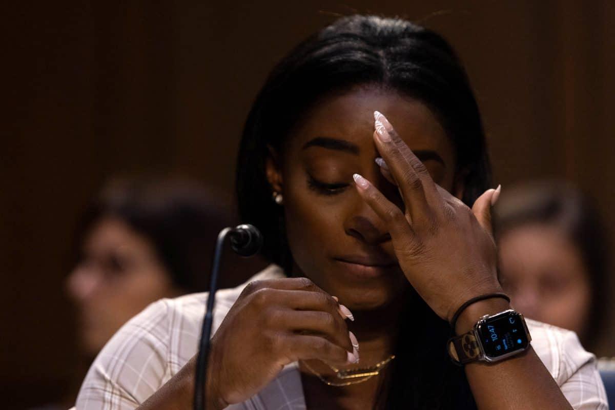 """Pädophilen Kinder serviert"": Simone Biles erhebt Vorwürfe gegen FBI"