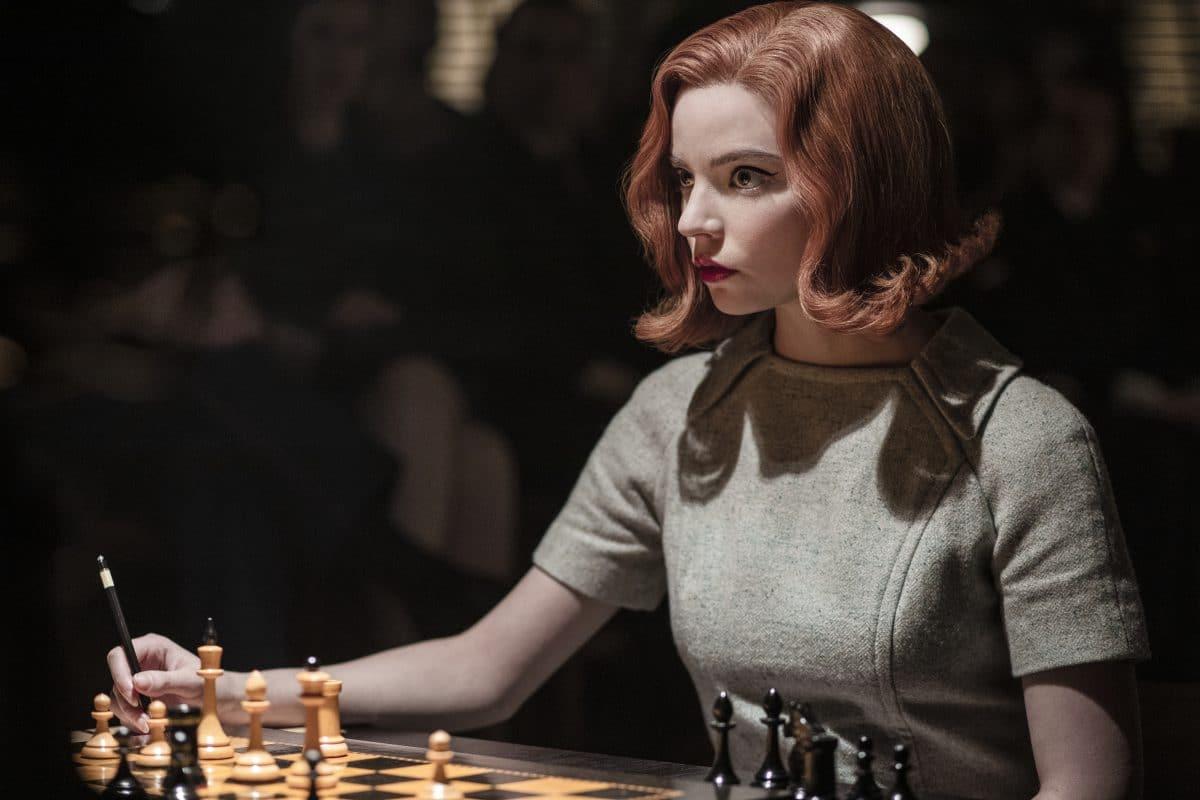 """Ist die Serie """"Das Damengambit"""" sexistisch? Schachlegende verklagt Netflix"""