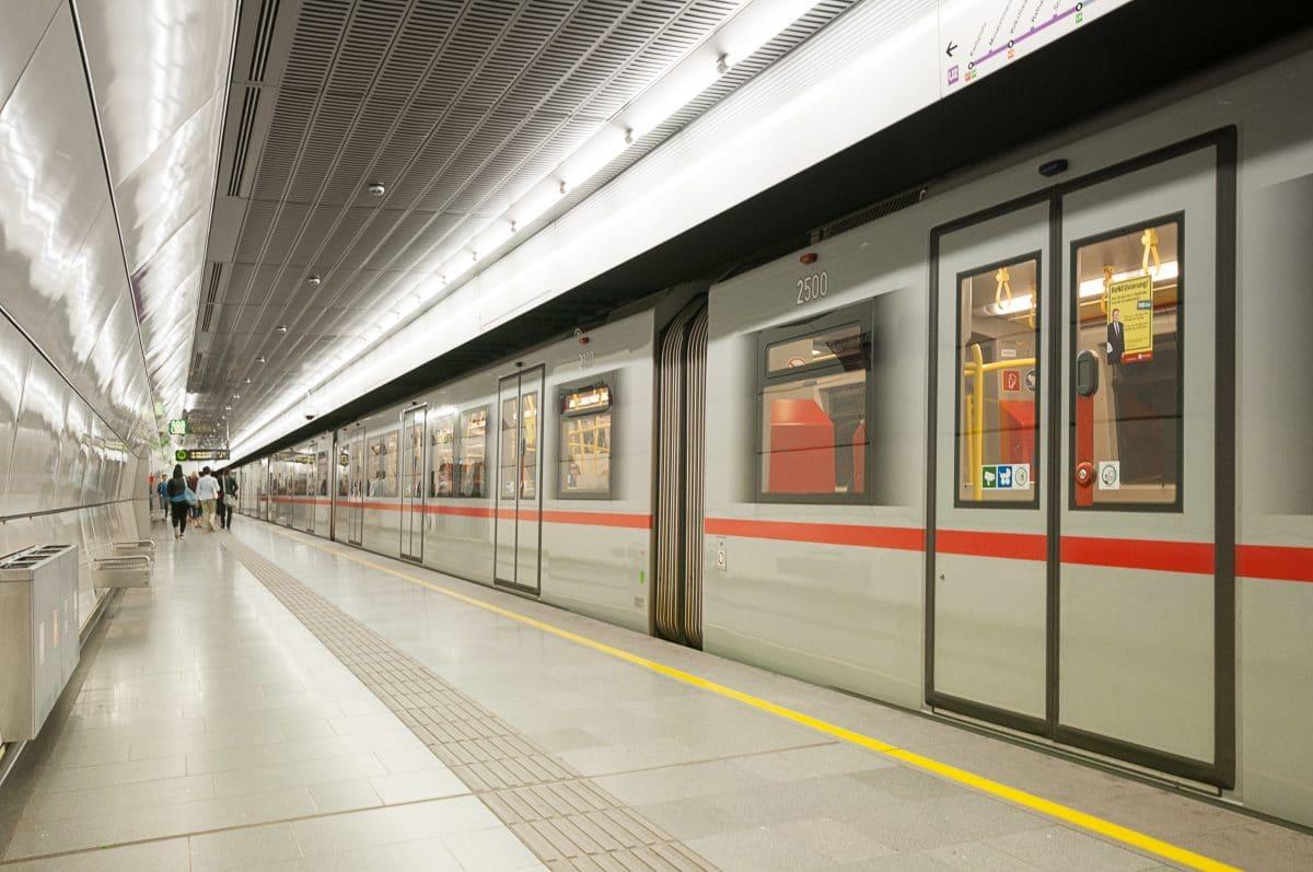 Ohr bei Rauferei in der Wiener U-Bahn abgebissen