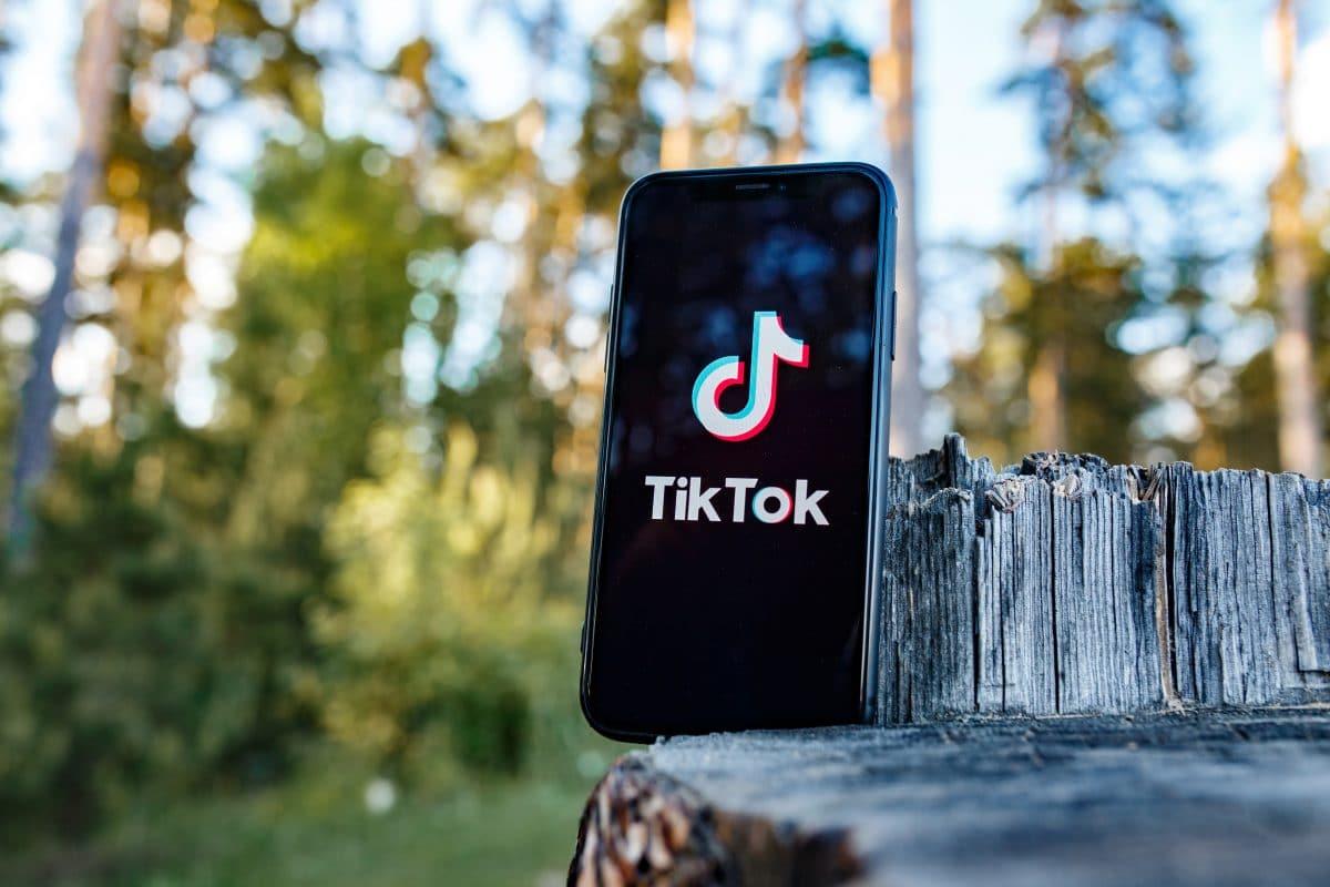Zwei Millionen TikTok-User rätseln, was diese Frau beruflich macht