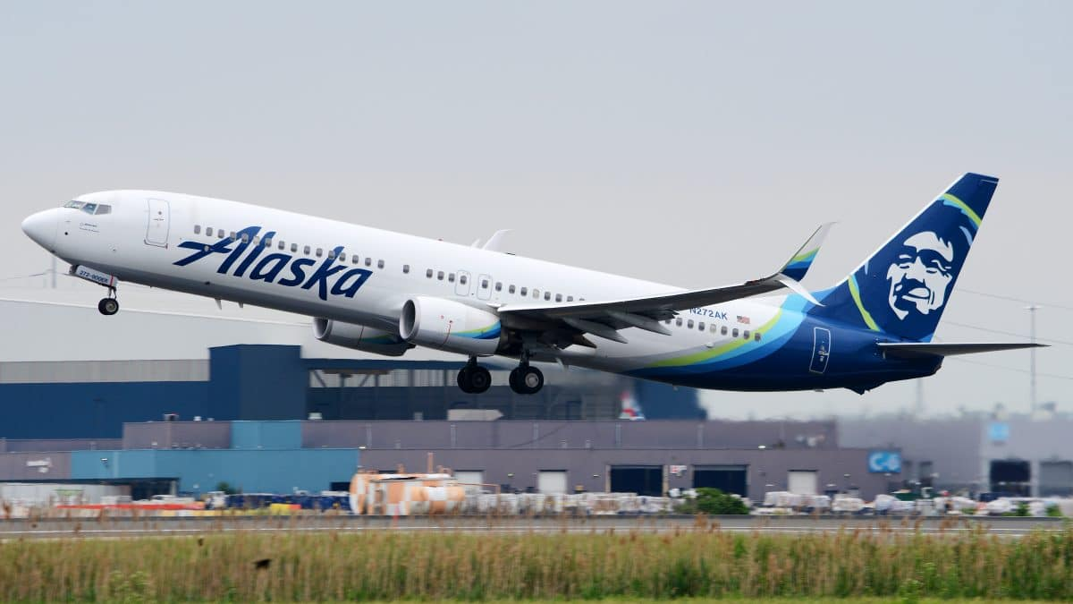 Frau angeblich wegen Crop-Top aus Flugzeug geworfen