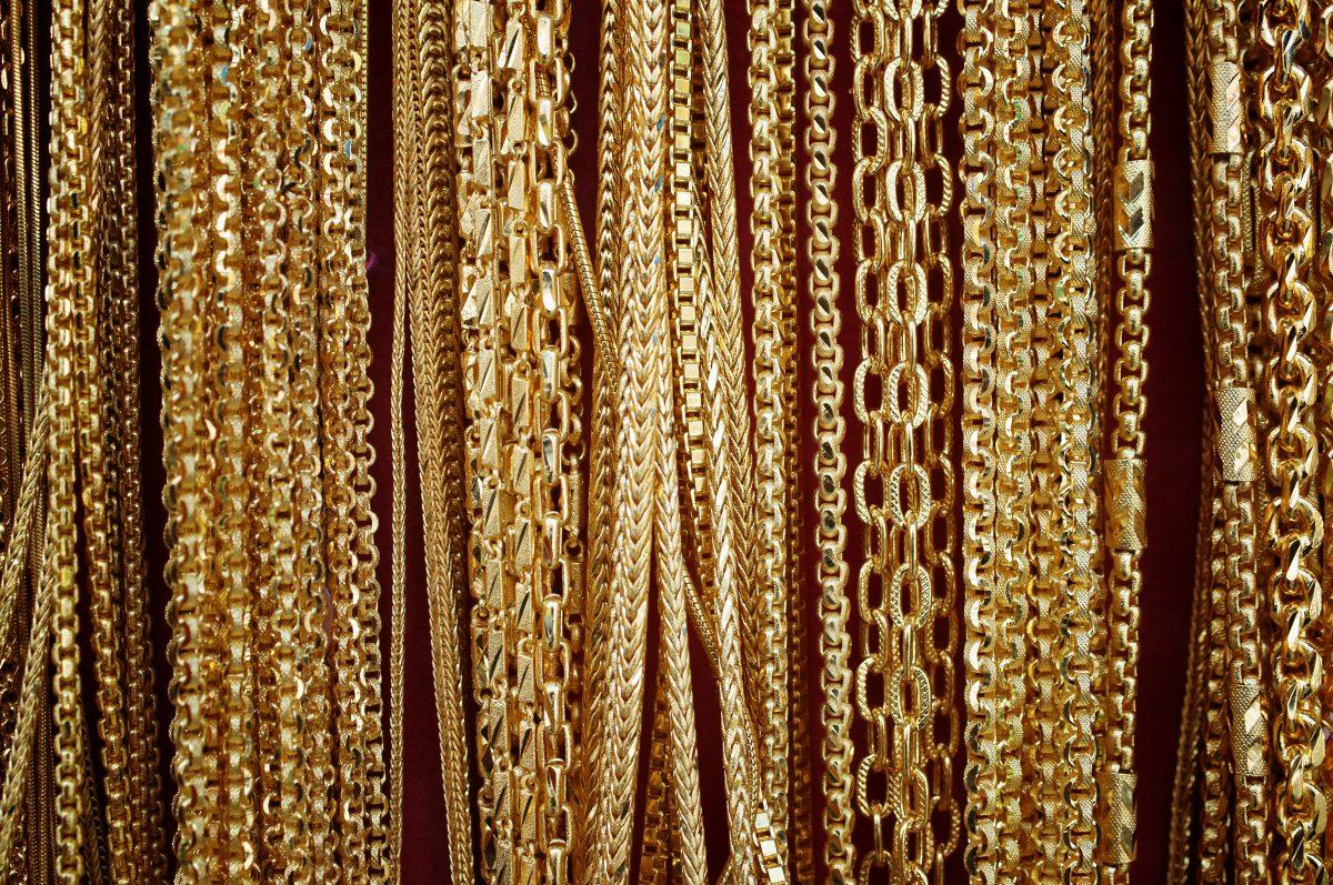 Rapper lässt sich Goldketten in Kopfhaut implantieren