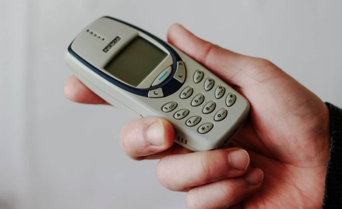 Mann schluckt Nokia-Handy und muss operiert werden