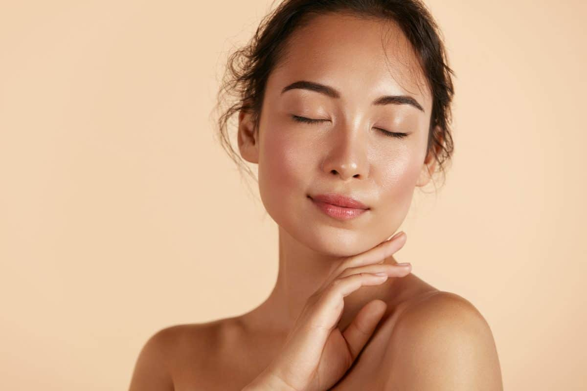 So behälst du den Sommer-Glow im Gesicht