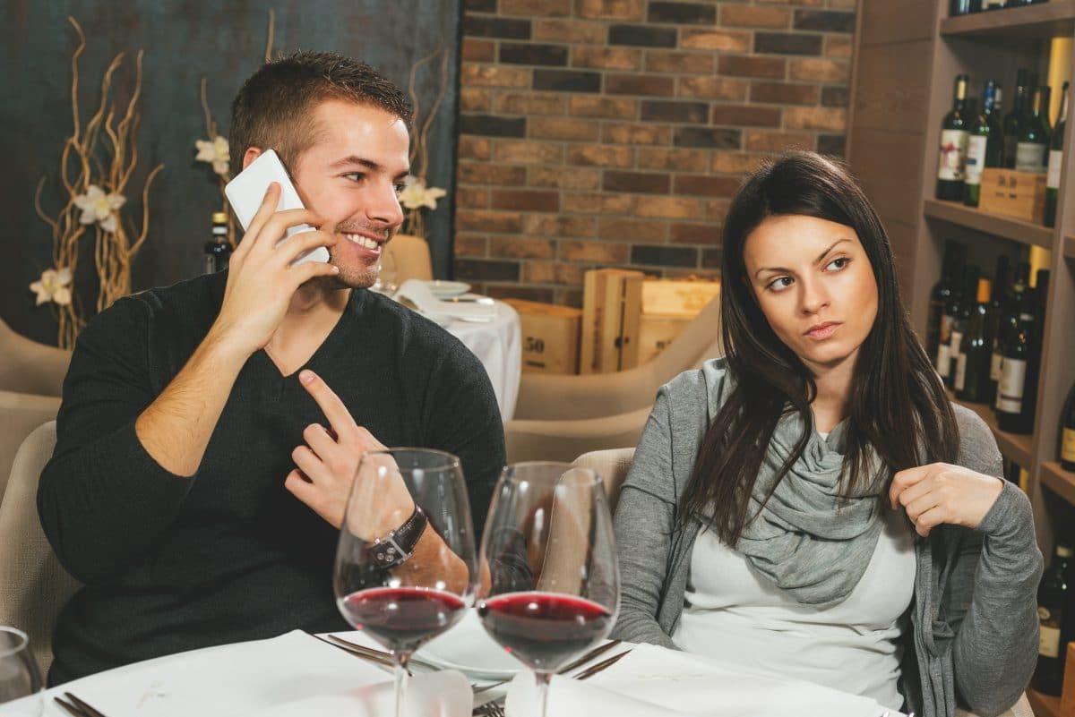Daran erkennst du, dass du für deinen Partner nur der Lückenbüßer bist
